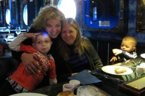 Coca y Claire y familia